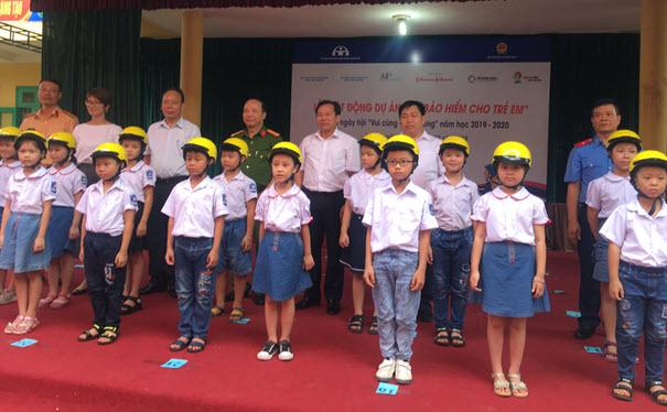 Trao tặng MBH cho các em học sinh trường tiểu học Gia Sàng ( TP Thái Nguyên)